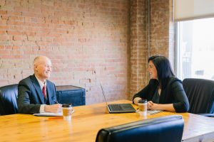 Senior Oficina Entrevista Recurso persona mayor
