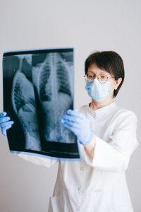 Mujer hospital recurso sanitaria doctora radiografía