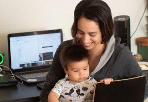 Niños teletrabajo recurso ordenador bebé