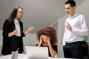 Estrés recurso ansiedad acoso burnout