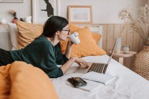 ordenador recurso cama café