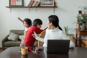 Familia Niños teletrabajo recurso