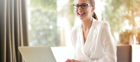 directora_rrhh_recurso_mujer_ordenador